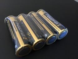 La serrure électronique fonctionne avec des piles AA