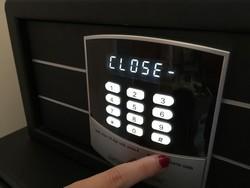 La serrure électronique fonctionne avec un code de 4 à 6 chiffres